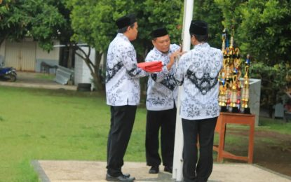Guru SMKN 4 Kota Bogor Menjadi Petugas Upacara pada HGN 2018