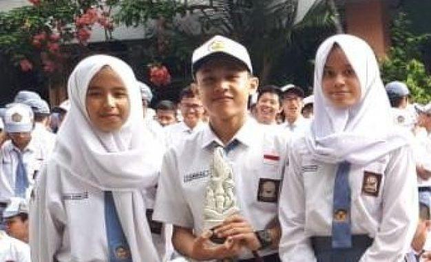 SMAN 3 Kota Bogor Juara 1 Lomba Debat La Sastra