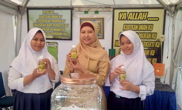 Sirop Ceremai Buatan SMPN 20 Bogor Anti Kanker dan Melindungi Hati