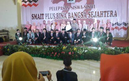 SMA-IT BBS Lepas Siswa-siswi Yang Sholeh-sholehah